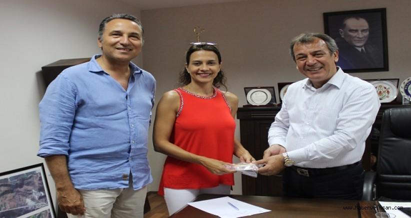 Türkiye'den 9 Zeytinyağı Markası, Dünyanın En İyi 500 Zeytinyağı Arasında. Dokuz markanın ikisi ise Milas'tan: Menteşe Som ve Kairos